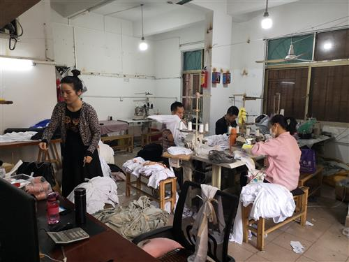 Guangzhou Market Guide - Small workroom for cheap clothing textile samples from manufacturer
