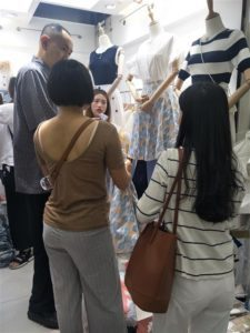 Thailand Wholesaler Buy From Guangzhou Clothing Market Resell Lazada